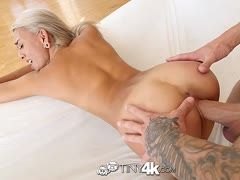 Blondes Girl Janice Griffith wird hardcore gefickt